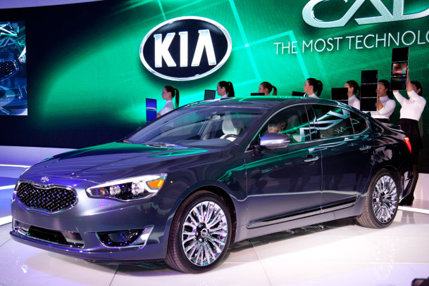 Kia Cadenza Hyundai Azera Will Be Available At VanDevere In Akron Ohio